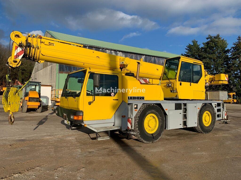 شاحنة رافعة LIEBHERR LTM 1030-2.1